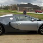 Bugatti Veyron que caiu no lago de lado