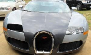 Bugatti Veyron que caiu no lago de frente