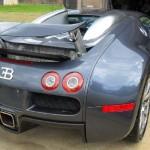 Traseira do Bugatti Veyron que caiu no lago