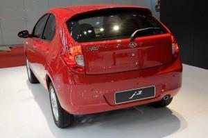 Traseira do Jac Motors J3 vermelho